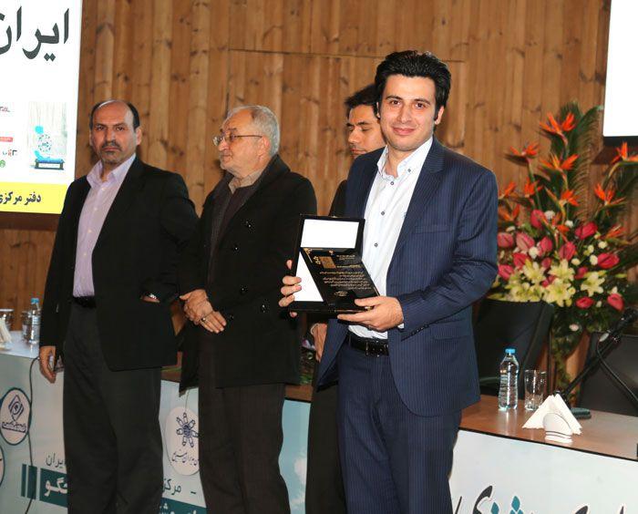 دریافت نشان رضایتمندی مشتری توسط مدیرعامل موسسه ایران اروپا