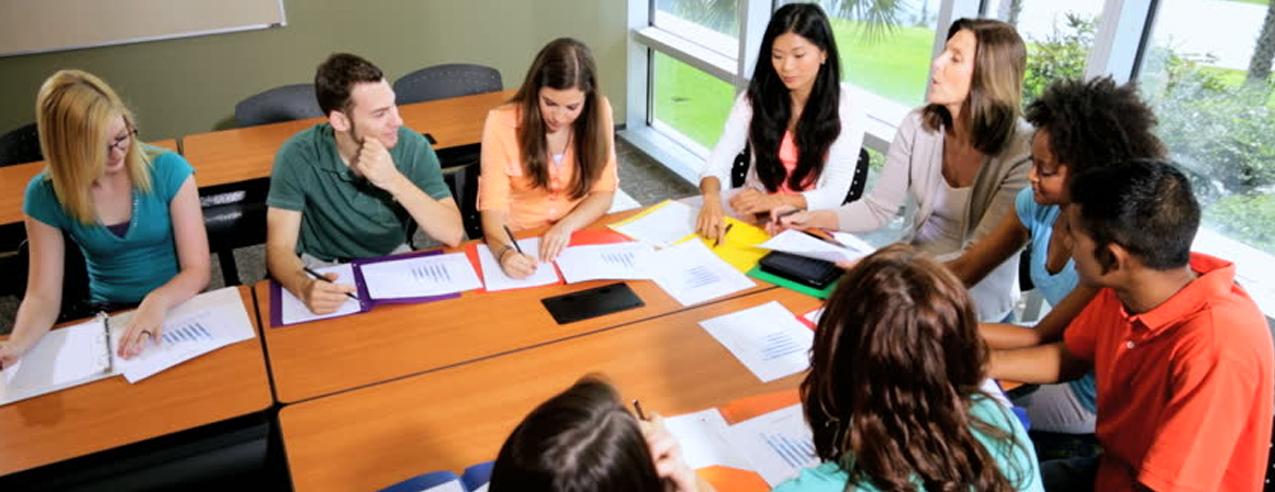 کلاس های بحث آزاد نوجوانان